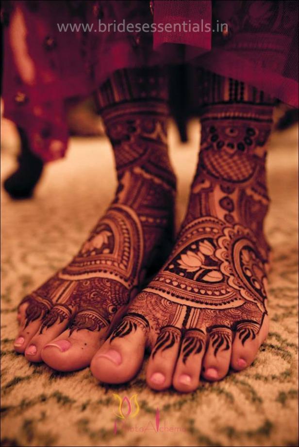 brides-essentials_feet-mehandi-designs-10
