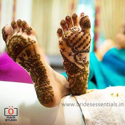 brides-essentials_feet-mehandi-designs-11