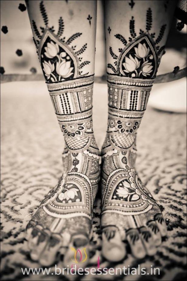 brides-essentials_feet-mehandi-designs-22