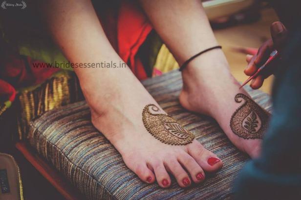 brides-essentials_feet-mehandi-designs-24