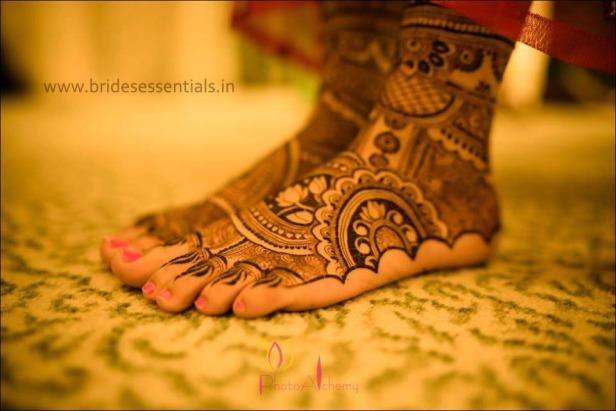 brides-essentials_feet-mehandi-designs-26