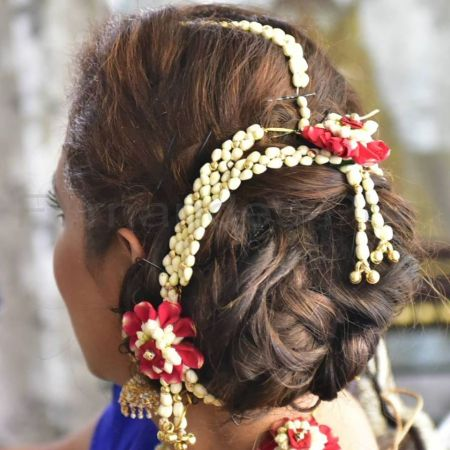 Hairdo with fresh flower jewellery
