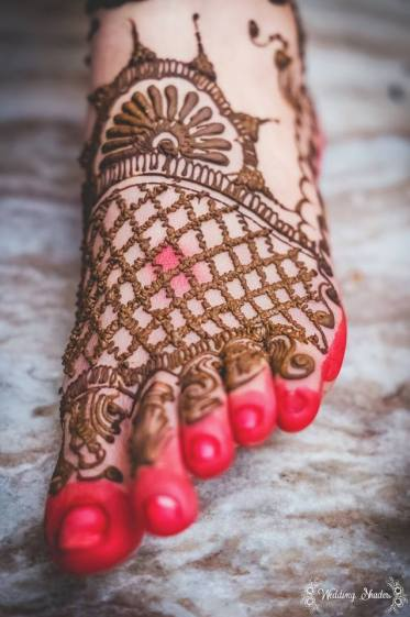 Mehendi design on feet