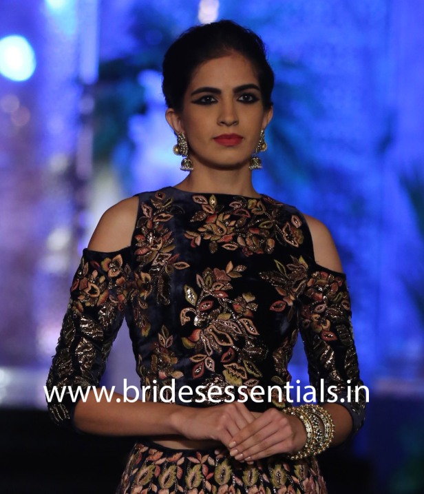 blouse-style-6-velvet-embroidered-long-sleeve-blouse-with-cut-out-shoulders-manish-malhotra-india-couture-week-2016