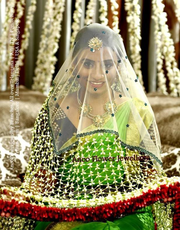Floral parada for the bride