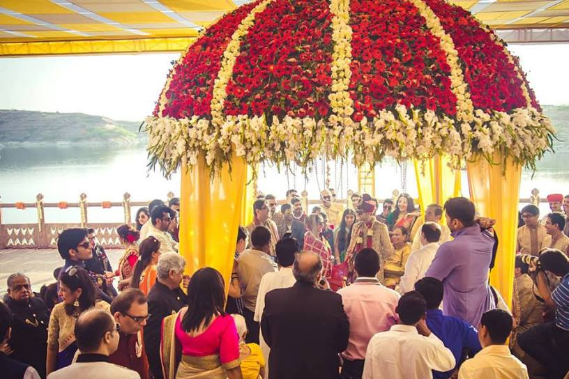 Stunning Floral Wedding Decor Ideas . From the beginning till the end, flowers remain an integral part of the Indian wedding ceremonies and functions. As flowers are considered most beautiful, colourful, sacred and fragrant filled pieces which add the vibrancy for a any occasion.