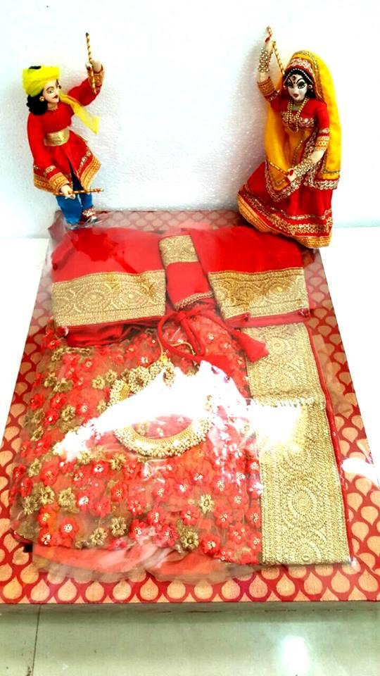 Dandiya themed saree packing