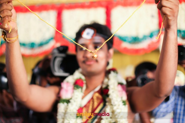 Brahmin Wedding Rituals with Smiley Media. Banana leaves, pompous nagaswarams,the famous athirasam and all the aunties and uncles dressed up in panchakachams.