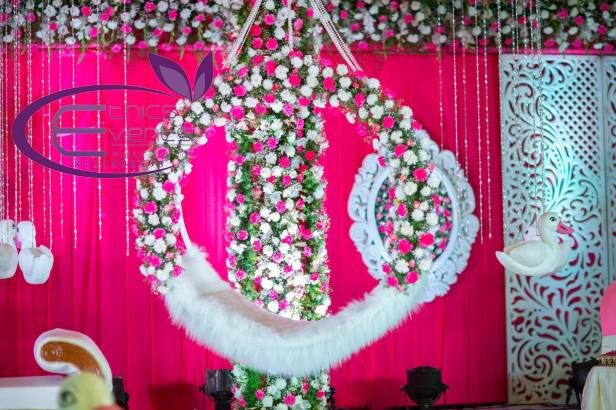 Use of Traditional Flowers for Wedding Décors. There are many traditional Indian flowers which can make your wedding décor look romantic and lovely.Traditional flowers are no more limitet to marigold, rajnigandha and roses.We now see carnations, daisies and gerbera are used more too.