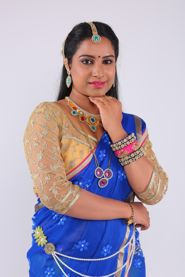 Hand Crafted Fabric Jewellery with Hyndavi Reddy. Hand Crafted Fabric jewelry is the new in thing.